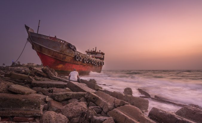 beach-boat-dawn-121598